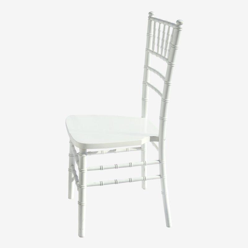 השכרת כסאות מעץ